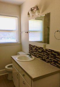HOUSE - Northampton Dr - Hall Bathroom - DanielsRents.com